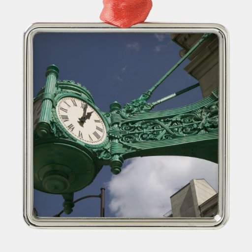 USA, Illinois, Chicago: The Loop: North State Christmas Ornaments