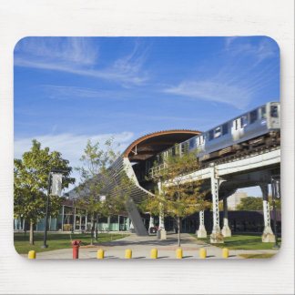 USA, Illinois, Chicago, Train passing Illinois Mouse Pad