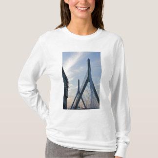 USA, Massachusetts, Boston. The Zakim Bridge. 2 T-Shirt