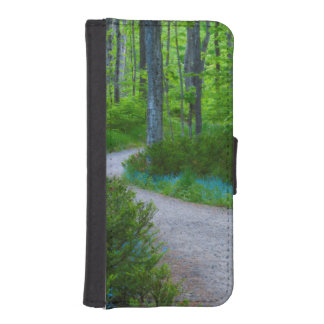 USA, Michigan. Path Thru The Woods iPhone SE/5/5s Wallet