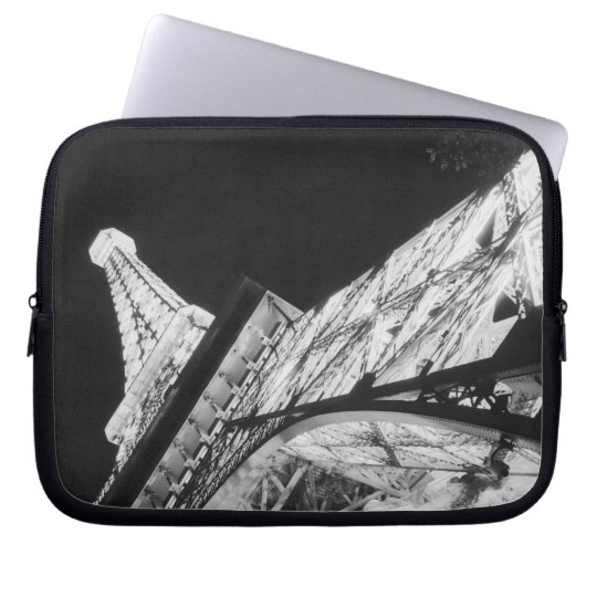 USA, Nevada, Las Vegas: Eiffel Tower / Paris Laptop Sleeve