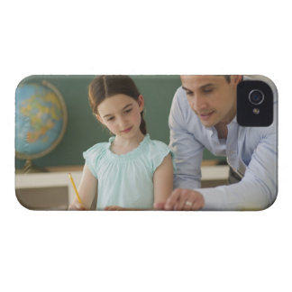 USA, New Jersey, Jersey City, teacher helping iPhone 4 Cover
