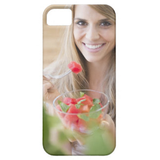 USA, New Jersey, Jersey City, Woman eating iPhone SE/5/5s Case