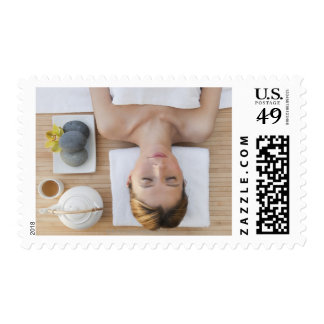 USA, New Jersey, Jersey City, Woman relaxing at Stamps