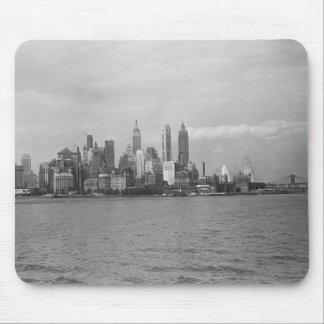 USA New York City Manhattan skyline B&W Mouse Pad