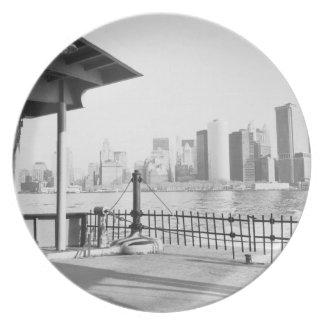 USA, NEW YORK: New York City Lower Manhattan Party Plates