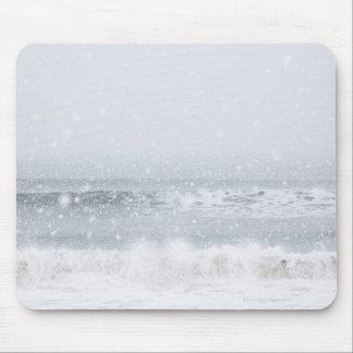 USA, New York State, Rockaway Beach, snow storm Mouse Pad
