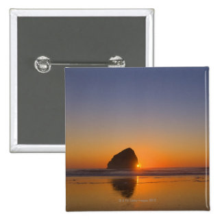 USA, Oregon, beach with stack rock Button