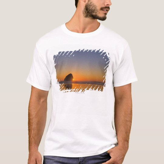 USA, Oregon, beach with stack rock T-Shirt