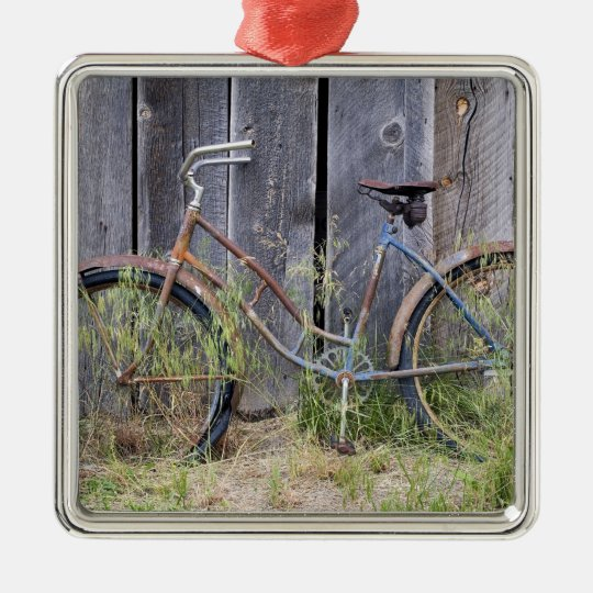 USA, Oregon, Bend. A dilapidated old bike Metal Ornament