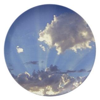 USA, Oregon, Bend. Sun rays fill the sky near Dinner Plate