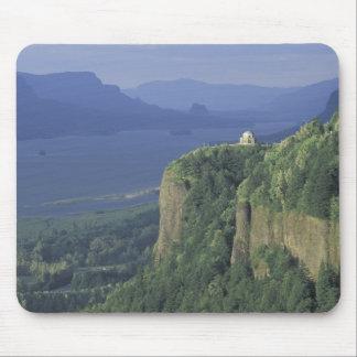 USA, Oregon, Columbia River Gorge NSA. View of Mouse Pad
