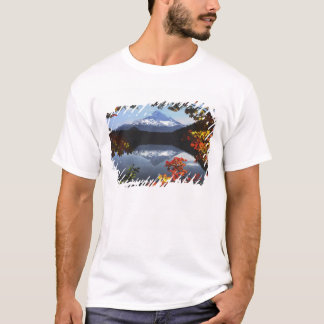 USA, Oregon, Mt. Hood National Forest. T-Shirt