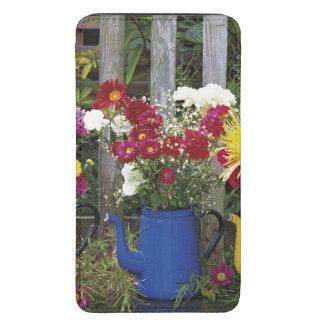 USA, Oregon, Portland. Antique enamelware Galaxy S5 Pouch