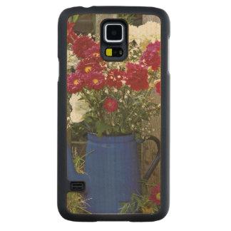 USA, Oregon, Portland. Antique enamelware Carved® Maple Galaxy S5 Case