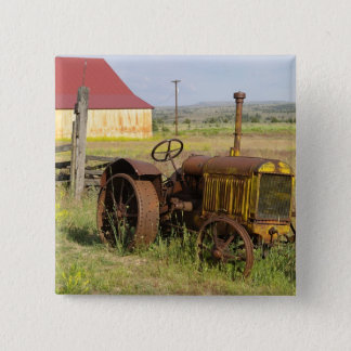 USA, Oregon, Shaniko. Rusty vintage tractor in Button