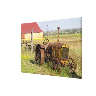 USA, Oregon, Shaniko. Rusty vintage tractor in Canvas Print
