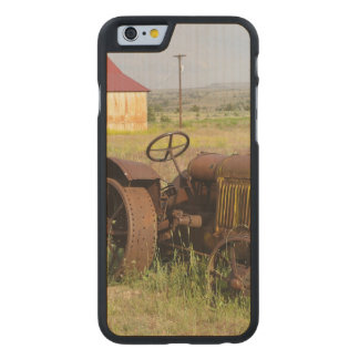 USA, Oregon, Shaniko. Rusty vintage tractor in Carved Maple iPhone 6 Slim Case