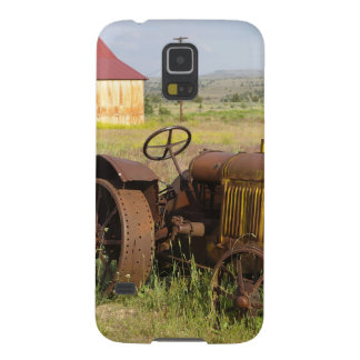 USA, Oregon, Shaniko. Rusty vintage tractor in Case For Galaxy S5