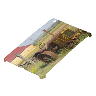 USA, Oregon, Shaniko. Rusty vintage tractor in Cover For The iPad Mini