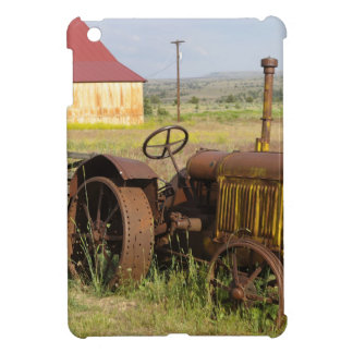 USA, Oregon, Shaniko. Rusty vintage tractor in iPad Mini Covers