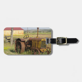 USA, Oregon, Shaniko. Rusty vintage tractor in Luggage Tag
