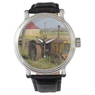 USA, Oregon, Shaniko. Rusty vintage tractor in Wristwatch