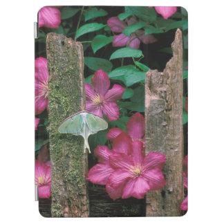 USA, Pennsylvania. Luna moth on fence iPad Air Cover