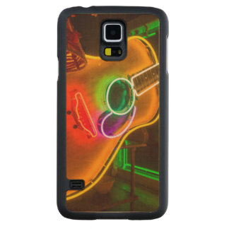 USA, Texas, Austin. Neon Guitar At Blackmail Carved® Maple Galaxy S5 Slim Case