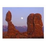 USA, Utah, Arches NP, Full Moon Rising at Post Card