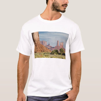 USA, Utah, Monument Valley Navajo Tribal Park. T-Shirt
