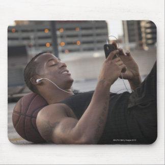 USA, Utah, Salt Lake City, Young man lying on Mouse Pad