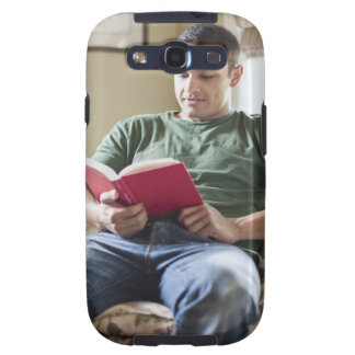 USA, Utah, Young man reading book Samsung Galaxy SIII Case