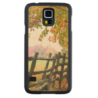 USA, Vermont. Fence under fall foliage. Carved Maple Galaxy S5 Case