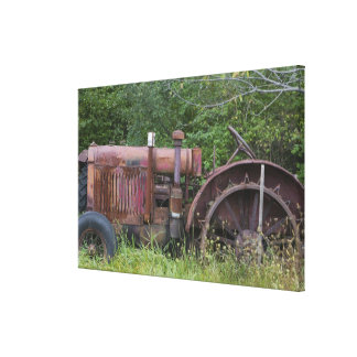 USA, Vermont, MANCHESTER: Antique Farm Tractor Canvas Print