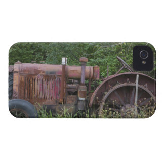 USA, Vermont, MANCHESTER: Antique Farm Tractor Case-Mate iPhone 4 Case