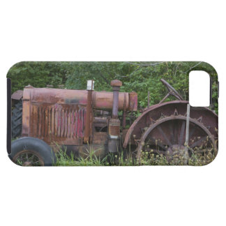 USA, Vermont, MANCHESTER: Antique Farm Tractor iPhone SE/5/5s Case