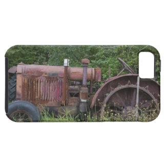 USA, Vermont, MANCHESTER: Antique Farm Tractor iPhone SE/5/5s Case