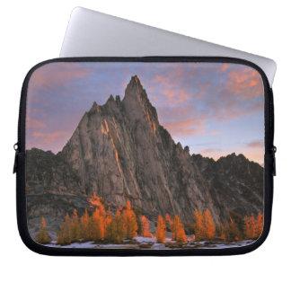 USA, Washington, Cascade Mountains.  Prusik Peak Laptop Sleeve