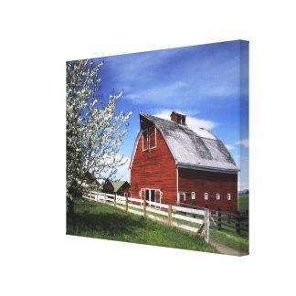 USA, Washington, Ellensburg, Barn Canvas Print