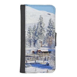 USA, Washington, Methow Valley, Barns in Phone Wallet