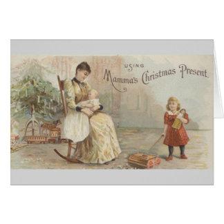 Usando el regalo de Navidad de la mamá Tarjeta De Felicitación