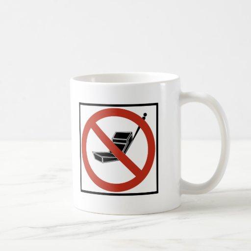 Uso del teléfono celular prohibido taza de café