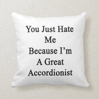 Usted apenas me odia porque soy gran acordeonista almohadas