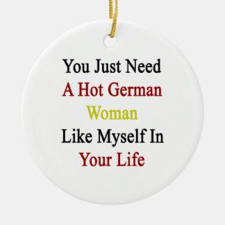Usted apenas necesita a una mujer alemana caliente adorno navideño redondo de cerámica