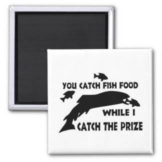 Usted coge la comida de pescados imán cuadrado