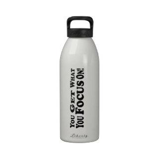 ¡Usted consigue lo que usted se enfoca encendido!  Botellas De Agua Reutilizables
