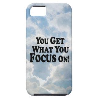 ¡Usted consigue lo que usted se enfoca encendido!  iPhone 5 Case-Mate Fundas
