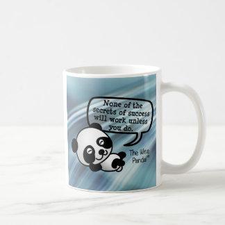 Usted debe trabajar difícilmente para el éxito taza de café