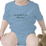 ¡usted debe ver al otro individuo! traje de bebé
